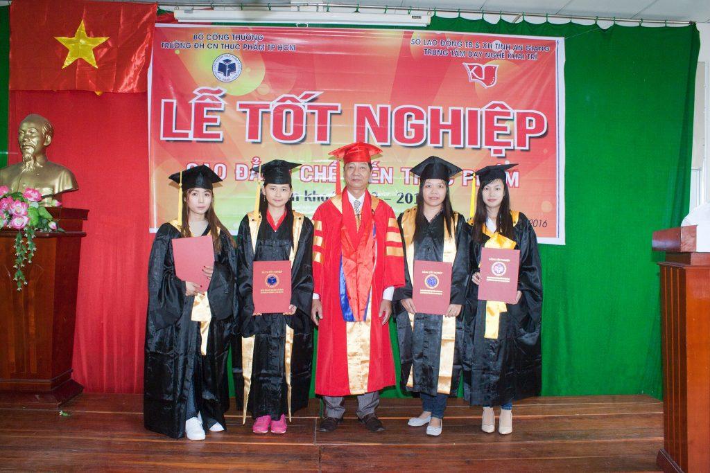 tot-nghiep-che-bien-thuc-pham-9